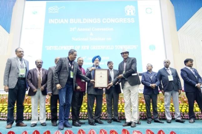 Shri Ajay Kataria & Shri Avnish Saxena Receiving the Commendation Certificate