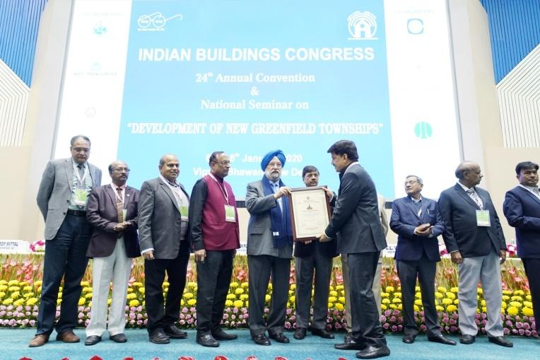 Shri Rakesh Kumar Receiving the Commendation Certificate