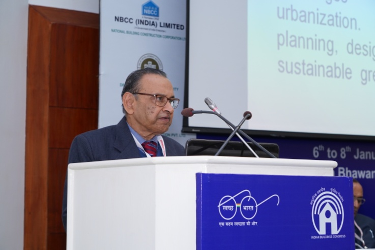 Shri Deepak Narayan, Chairman, Technical Committee, Presenting Overview of the deliberations in Seminar