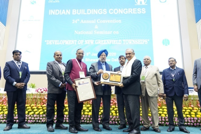 Life Time Achievement Award for Shri A.M. Naik being received by ShriShailendra Roy, whole time Director & Senior Executive Vice President (Power), L&T Ltd