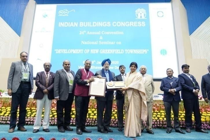 Ms. Sapna Kumar Receiving Smt. Satya Goel Memorial Award