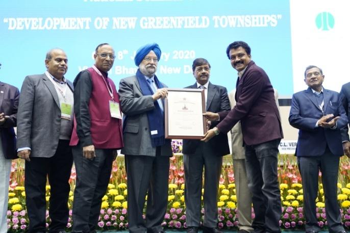 Shri K..J.Naveen Receiving the Commendation Certificate